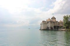 Bello punto di vista di Chateau de Chillon famoso al lago Lemano immagine stock libera da diritti