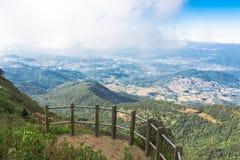 Bello punto di vista della nuvola e del cielo blu dall'alta montagna Tailandia Fotografia Stock Libera da Diritti
