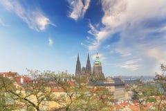 Bello punto di vista della st Vitus Cathedral, del castello di Praga e di Mala Strana a Praga, repubblica Ceca immagini stock
