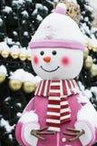 Bello pupazzo di neve con l'albero di Natale Fotografia Stock Libera da Diritti