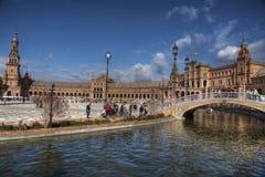Bello quadrato della Spagna nella città di Siviglia al crepuscolo Fotografia Stock Libera da Diritti