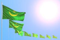 Bello qualsiasi illustrazione della bandiera 3d di festa - molte bandiere della Mauritania hanno disposto diagonale con il fuoco  royalty illustrazione gratis