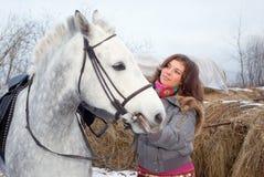 Bello ragazza-zingaro con il cavallo. Fotografia Stock Libera da Diritti