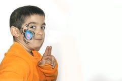 Bello ragazzo del bambino con il fronte dipinto con un ragno Fotografia Stock
