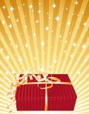 Bello regalo rosso su una priorità bassa luminosa dorata. Immagini Stock