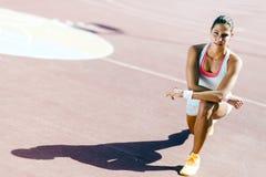 Bello ritratto atletico della giovane donna Immagini Stock Libere da Diritti