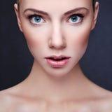 Bello ritratto della donna Fotografie Stock Libere da Diritti