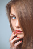 Bello ritratto della donna con capelli sani Fotografia Stock Libera da Diritti