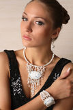 Bello ritratto della donna con gioielli fotografia stock