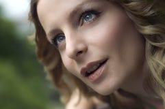 Bello ritratto della giovane donna Fotografia Stock Libera da Diritti