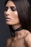 Bello ritratto della giovane donna con capelli lunghi immagini stock libere da diritti