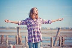 Bello ritratto della ragazza su un'estate all'aperto Fotografia Stock