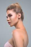 Bello ritratto dello studio di bellezza della donna Fotografia Stock
