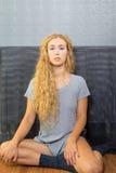 Bello ritratto schietto femminile biondo Fotografia Stock Libera da Diritti
