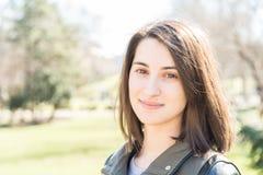 Bello ritratto sorridente della ragazza Fotografie Stock