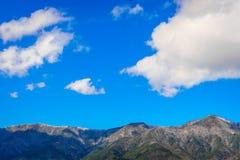 Bello scenico della montagna del Giappone con cielo blu Immagini Stock