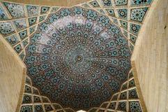 Bello soffitto di Nasir al-Mulk Mosque a Shiraz, Iran Immagine Stock