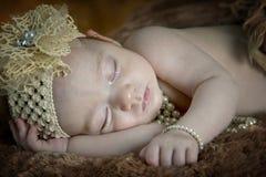Bello sonno della neonata Fotografia Stock