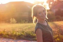 Bello sorridere biondo felice della donna Fotografia Stock Libera da Diritti
