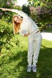 Bello sorriso di estate della natura del parco di verde di ginnastica di sport della donna Immagine Stock Libera da Diritti