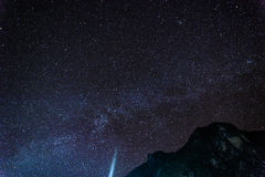 Bello starscape sopra la montagna Immagini Stock