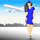 Bello Stewardess all'aeroporto Fotografia Stock