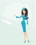Bello stewardess con il biglietto Fotografia Stock