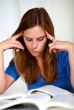 Bello studio faticoso della ragazza Immagini Stock