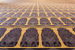 Bello tappeto dentro di grande moschea Fotografia Stock Libera da Diritti