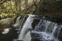 Bello tempo di otturazione lento sulle cascate in Galles del sud Immagine Stock
