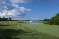 Bello terreno da golf Fotografie Stock Libere da Diritti