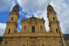 Bello Theatinerkirche a Monaco di Baviera in Germania fotografie stock