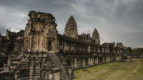 Bello timelapse cinematografico Angkor Wat archivi video