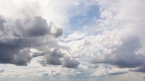 Bello timelapse della nuvola di giorno di estate archivi video
