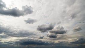 Bello timelapse della nuvola di tempesta di giorno di estate archivi video