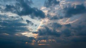 Bello timelapse di tramonto della nuvola di sera di autunno video d archivio
