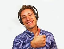 Bello tirante con sorridere delle cuffie fotografie stock libere da diritti