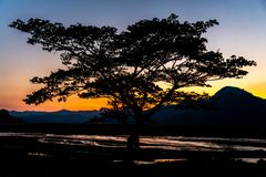 Bello tramonto al Mt Pinatubo immagini stock