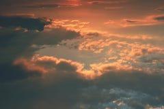Bello tramonto - alba con le nuvole Cielo con le nubi Sfondo naturale variopinto Fotografie Stock