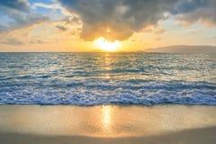 Bello tramonto alla spiaggia Fotografia Stock
