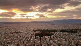 Bello tramonto a Atene in Grecia Vista da Lycabettus stock footage