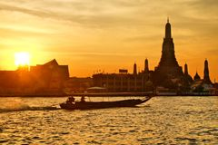 Bello tramonto in Chao Phraya fotografia stock libera da diritti