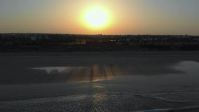 Bello tramonto con le nuvole e la vista di oceano video d archivio