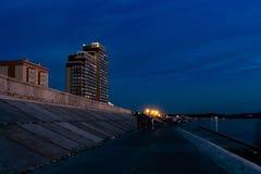 Bello tramonto dal lungomare vicino alla città di Erofey dell'arena di Chabarovsk fotografia stock