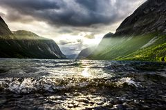 Bello tramonto del fiordo in Norvegia immagine stock libera da diritti