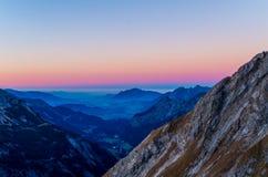 Bello tramonto di autunno nelle montagne vicino ad Oberstdorf, Allgau, Germania Fotografie Stock