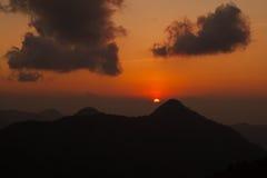 Bello tramonto di paesaggio della montagna Immagini Stock Libere da Diritti