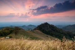Bello tramonto di paesaggio della montagna Fotografia Stock Libera da Diritti