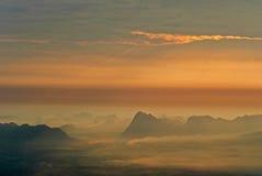 Bello tramonto e bella montagna Fotografia Stock Libera da Diritti
