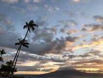 Bello tramonto e mare in Maui! fotografia stock libera da diritti